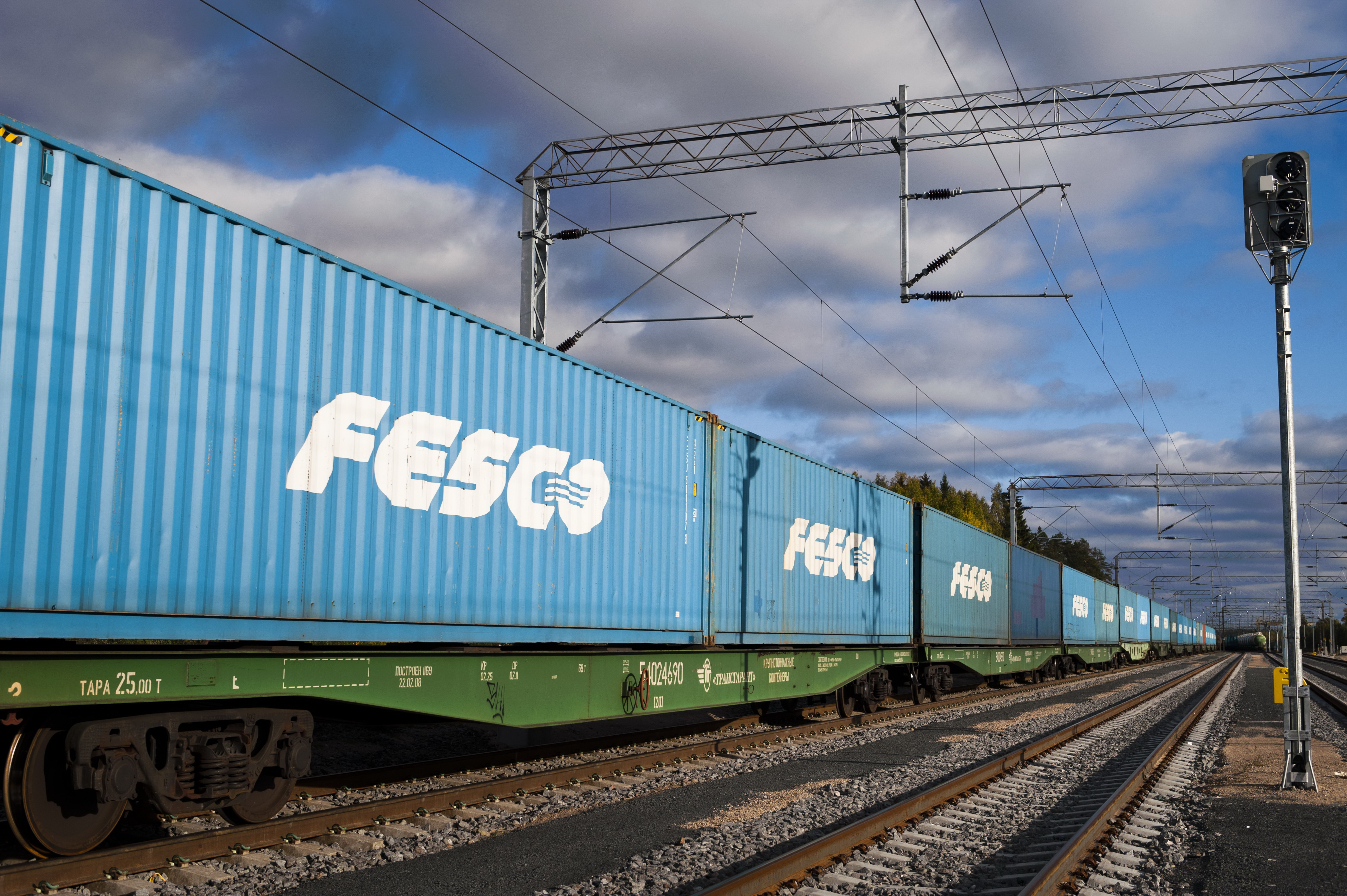 FESCO delivered the first batch of equipment to the Haval car plant under construction and launched new China-Russia train via Mongolia
