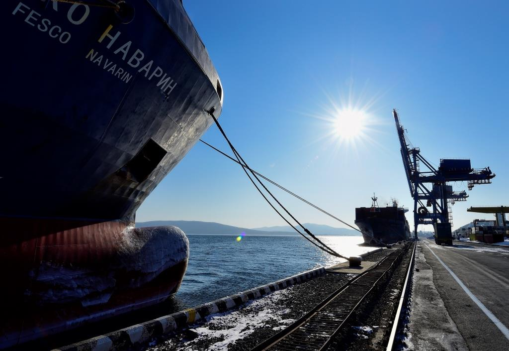 Commercial Port of Vladivostok offers free storage of containers during New Year vacation