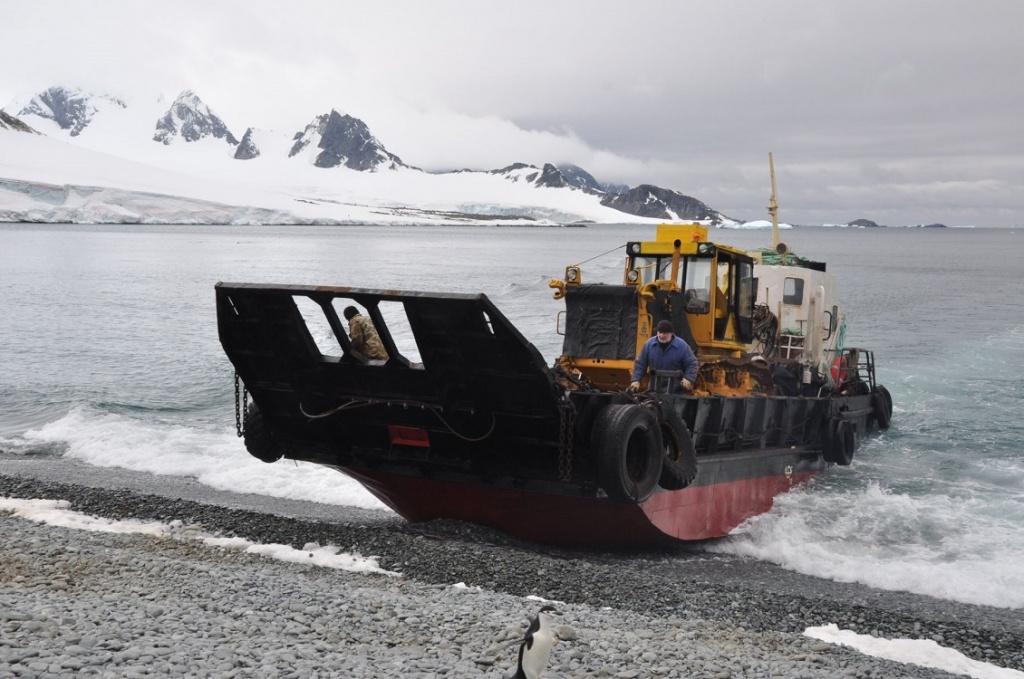 6df98092dbd54 ... Большой опыт доставки грузов на научно- исследовательские станции в  Антарктиде